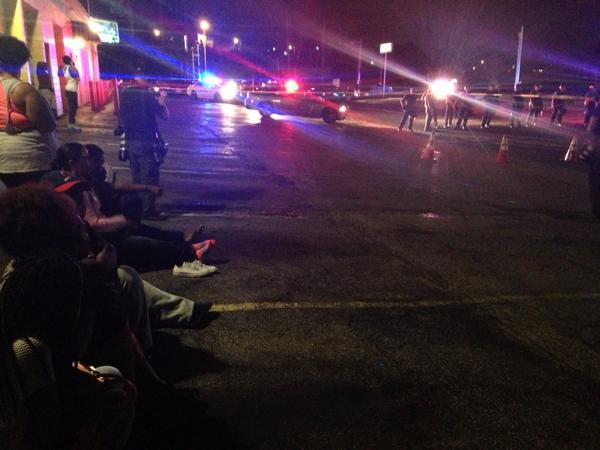 All of these people would like to go home. Police blocking exit out of neighborhood. #ferguson http://t.co/voM9Oy57U5