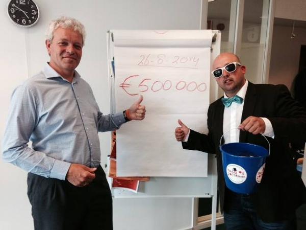 GEWELDIG! De tussenstand #ALSIceBucketChallenge donaties is dankzij jullie € 500.000,-  De teller loopt nog door. http://t.co/LHZGEJ8i3B