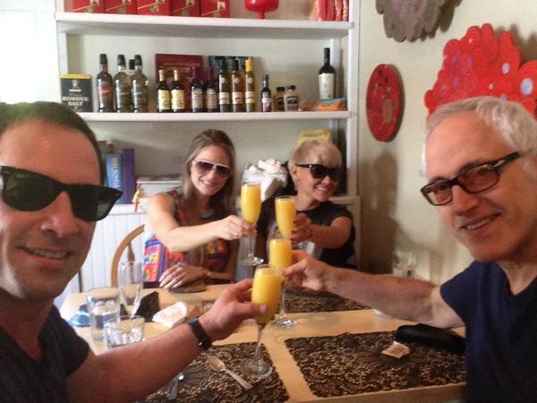Mimosa Miamosa con los hermanos del alma @YuriBastidas y @YordanoOficial @KaritoCiodaro http://t.co/vbN9QoIw2k