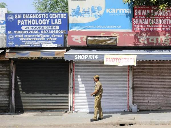 Prasanto K Roy (@prasanto): In a first, AIIMS shuts down for 11 hrs for PM Modi checkup http://t.co/raDb7YPkW0 Nearby markets, shops also shut http://t.co/4JY1mOTG4k