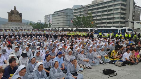 세월호 참사 진상규명을 위한 천주교 단식기도회 시작되었습니다... http://t.co/pg129ajlmw