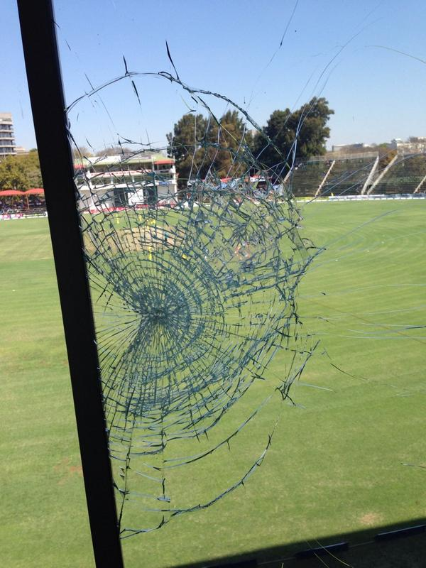 Mitchell Johnson has ruined our view in the commentary box here in Harare!! http://t.co/OD8zbv64aP