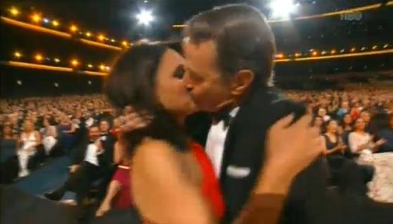 EL BESO entre Brian y Julia ya es top moment #Emmys http://t.co/foAeImpoHo