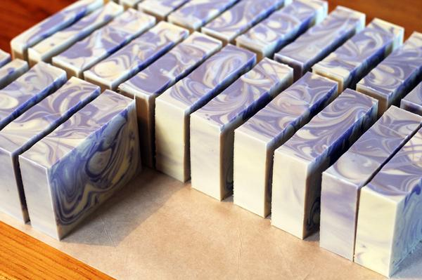 Freshly cut Lavender Swirl soap. I love how this turned out. http://t.co/9Gc7Zpoo9h