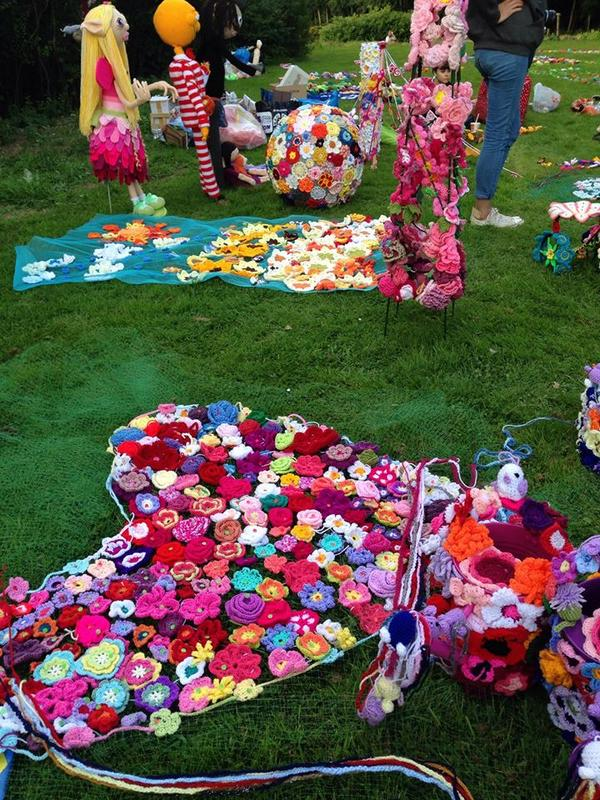.@IndiestarrSarah judged an Enid Blyton yarnbomb this weekend which broke the world record for most crocheted items! http://t.co/y1DKLNnaj1