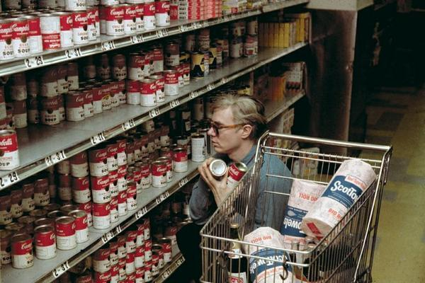 Andy Warhol shopping for Campbell's soup, 1965 http://t.co/T4wGSOMN6b