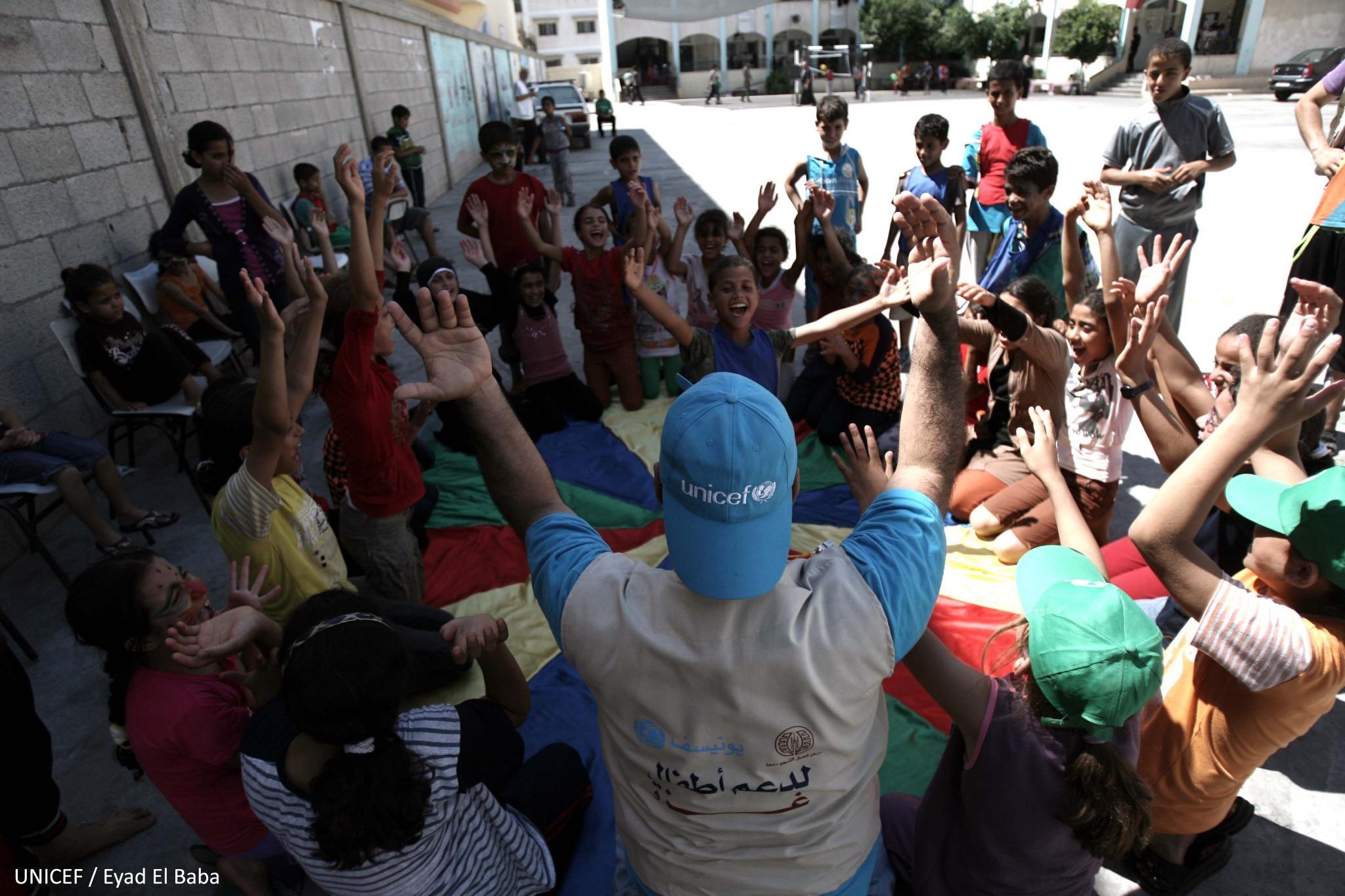 #Gaza: We're helping children cope with displacement through recreational activities. Via @UNICEFpalestine http://t.co/IInZnlhzBm