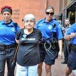 RT @NerminTulic: 90-godišnja Jevrejka koja je preživjela holokaust, uhapšena zbog podrške Gazi. http://t.co/XOZNS2Oflg