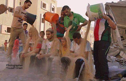 Palestinians launch #RubbleBucketChallenge to create awareness for suffering in #Gaza http://t.co/VCrY44Z09n http://t.co/JYJBdFjbUH