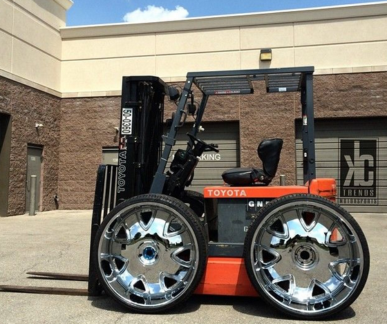 Photo of the Day: They see me rollin' ... http://t.co/10e9jQVEkV #forklift #humor http://t.co/p3FIUJUZZm
