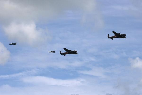 @RAFBBMF @CWHM today  @EB_Airshow what a sight, gave me goosebumps @Laburnumhouse http://t.co/WlUIVg1OX3