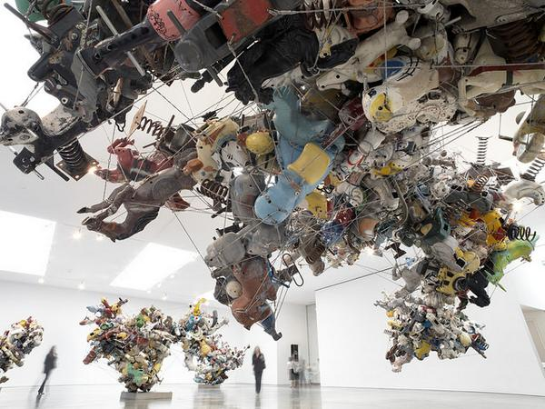 Nancy Rubins' giant, improbable assemblages of aluminum creatures invade @Gagosian: http://t.co/VcwvIFE7Xl http://t.co/iQvgJL643L