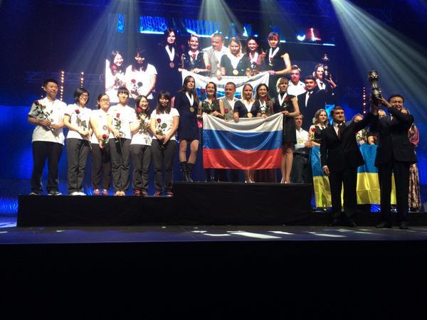 Золото 41-й всемирной шахматной Олимпиады у женской сборной России! http://t.co/yuajEBKsEe