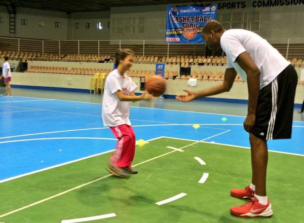 RT @usembassymanila: Former @NBA player Derrick Alston teaches basic basketball skills during sports clinic. #SportsDiplomacy http://t.co/u…