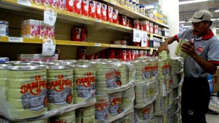 SuNoticiero (@SuNoticiero): ¡El colmo! Diez personas heridas durante revuelta en una cola para comprar leche (FOTOS)  http://t.co/KZbgIDIUQG http://t.co/trvgjjoxqB