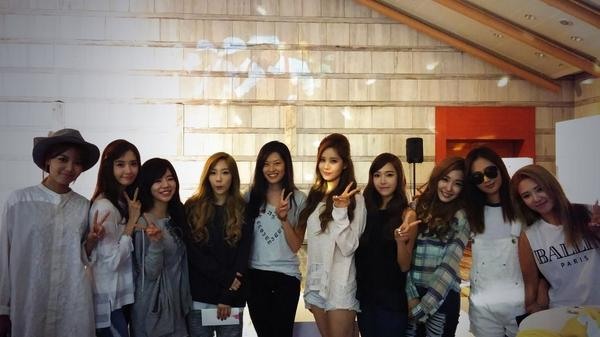 저를 찾기가 넘 쉽나요? ㅎㅎ with Girls Generation http://t.co/ZMygRXRK4F