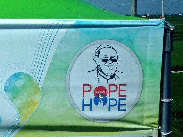 RT @antoniospadaro: POPE HOPE! Qui a Solmoe è il motto! #PopeFrancis #PapaCorea #PapaFrancesco http://t.co/kLzhaTTYtv