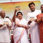 Namaskar. Navkar Bhaktamar Stotram is album ke Vimochan ki tasveer. http://t.co/1PPUBhZcLU