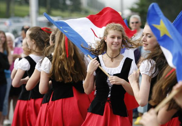 Joyeuse fête nationale à tous les Acadiens et Acadiennes ! Happy National Acadian Day to all Acadians! http://t.co/PNmxcDc6n2