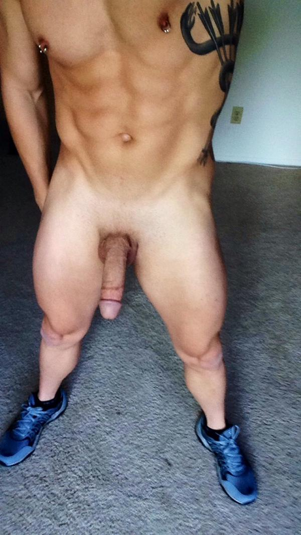 Bryan Cole (@BryanColeXXX): Got new shoes.  Gotta try them on around the house to see how they feel... I'm digging them ... http://t.co/sbkZGE2XNu