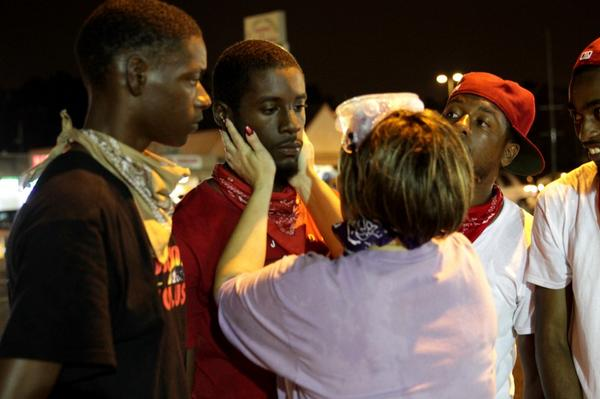 """@Dreamdefenders: ""@trymainelee: ""Not Worth It."" A mother figure in #Ferguson lays hands. http://t.co/MtTcltR4Lw"" #OurLivesMatter"""