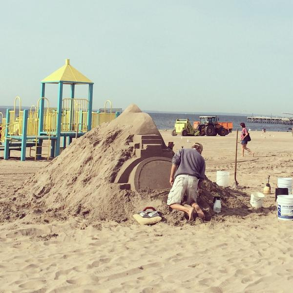 The sand castle contest in Coney Island begins!  Come check out the masterpieces & bask in the sunshine! http://t.co/z5ivoRf2QY