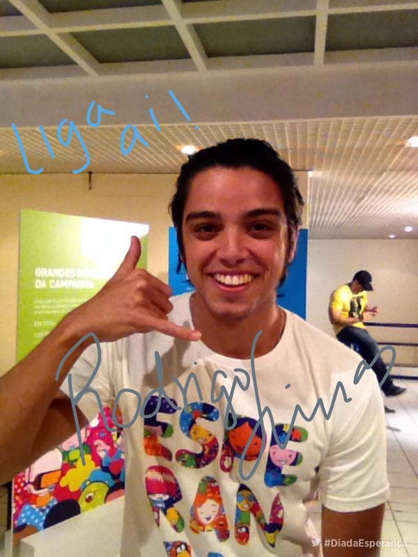 Boa tarde!! Acompanhe os bastidores do #DiadaEsperança com @simasrodrigo http://t.co/NnkQOuAYAI