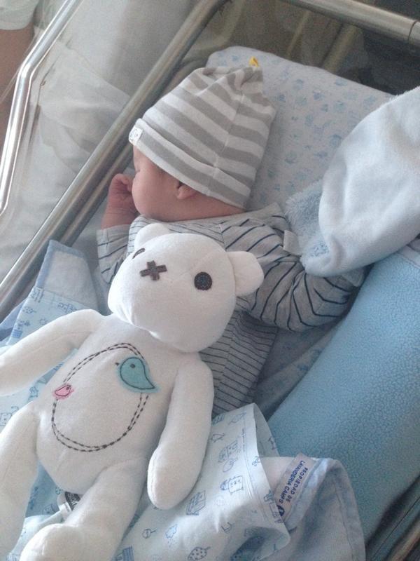 Hoy es uno de los días más felices de nuestra vida, Maite y yo hemos tenido esta tarde a nuestro hijo Dylan. Gracias
