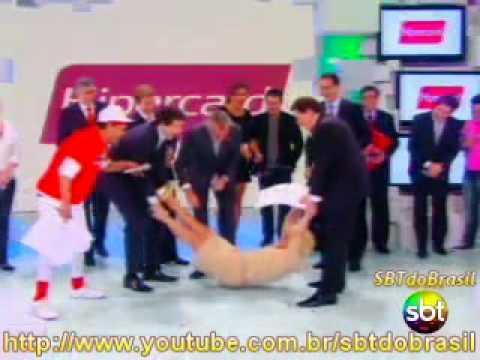 Motivo do Teleton ser melhor que Criança Esperança: Silvio fazendo balança caixão em mim http://t.co/MyRDclHpna