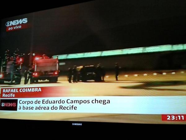 Meiry Lanunce (@Meiry_Lanunce): Chegou... o povo espera...! Amanhã cedo,  mostraremos, pela Globo Nordeste,  velório, missa... Até enterro. http://t.co/dP2R01YJFw