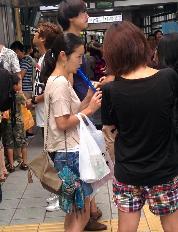 原宿駅にずっとくそ下手なリコーダーふいてるマンコがいてほんと不快wwww http://t.co/kPFcCeaekx