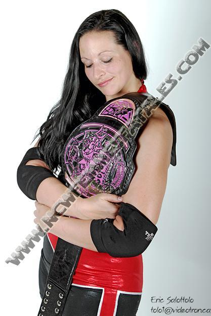 First GREAT promo pic of @WinnipeggerRush with the NCWFF title. Picture by @MrTolo http://t.co/itxq6OrRzh