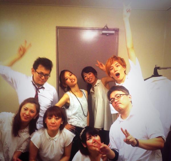 アイドルマスター9thツアー名古屋2日間終了しました〜!笑ってしまったり、泣きそうになったり、たくさんあって。 演奏に集中するの大変な時があったなーw本当に最高w  皆様、ありがとうございました〜! バンドメンバー名古屋終演記念!! http://t.co/u7mRNfreSu
