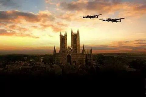 Lovely sunset photo 'Lancaster Bombers' RT @paulmorris1916 This is a stunning http://t.co/DzZ39rR8hY #raf
