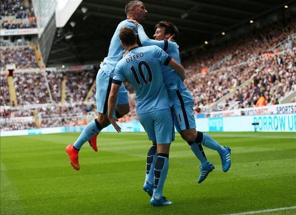 BvQHWXAIcAAFAnR David Silvas goal separates Man City and Newcastle at half time [Tweets]