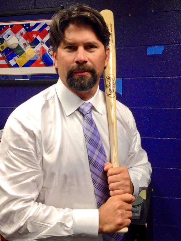 RETWEET THIS NOW for the chance to win this signed bat. #Retire17 http://t.co/d5Jb54CGBu