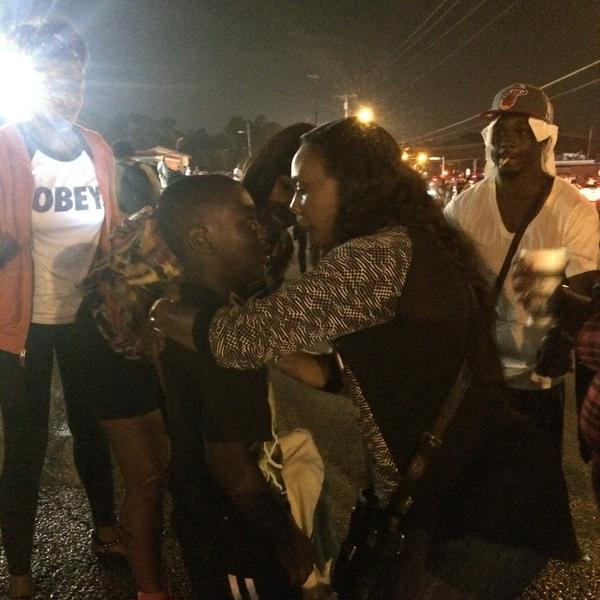 Whoa. This kid was just hit with tear gas. Mom is freaking out. #Ferguson http://t.co/5SHrdZvFqV
