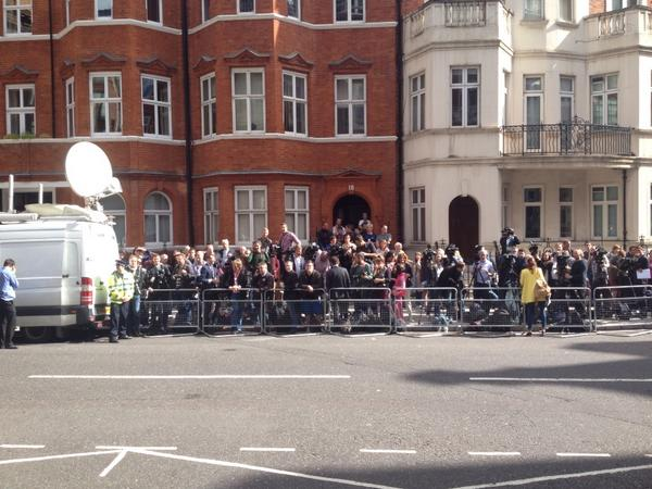 View from steps of Ecuadorean embassy. Julian #assange will not be leaving today http://t.co/msxEn4FzIK