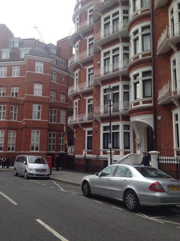 Breaking reports that Julian #assange may be considering leaving Ecuador embassy - press conf at 9am. I'm there now http://t.co/KJL05FwB8T