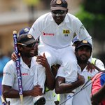 RT @ICC: Stunning photo of @MahelaJay as he is carried off the field by his team-mates after his final ever Test Match