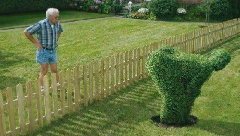 This always makes me laugh, but the neighbor doesn't look amused http://t.co/lqtDxKn9zS