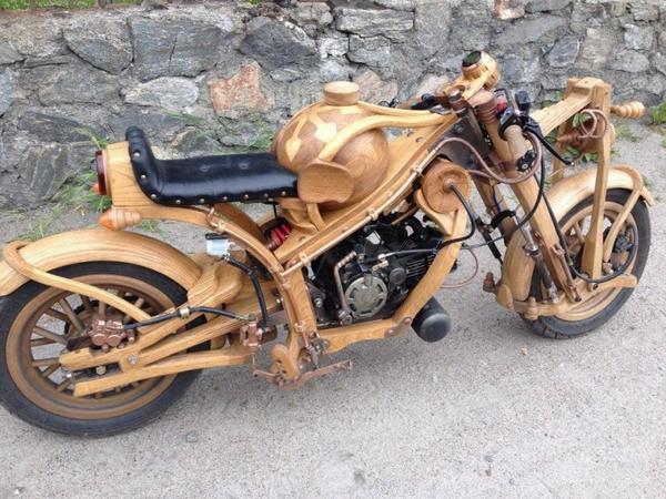 Дмитрий Губенко из Североморска вырезал деревянный мотоцикл, скорость которого удалось развить до 93 км/ч http://t.co/qtqby6sRfW