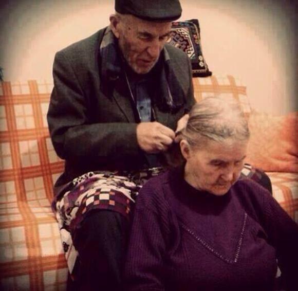 HostesBeyOğlum (@HostesBeyOglum): yaşlanmak birşey kaybettirmez aslında, sen Aşk'ı kaybetmediğin sürece http://t.co/jAybUNXXKp
