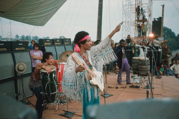 Today in 1969, Jimi Hendrix closed Woodstock Music & Arts Festival with a legendary 2-hour set.  We miss you, Jimi. http://t.co/6TEVqKlE19