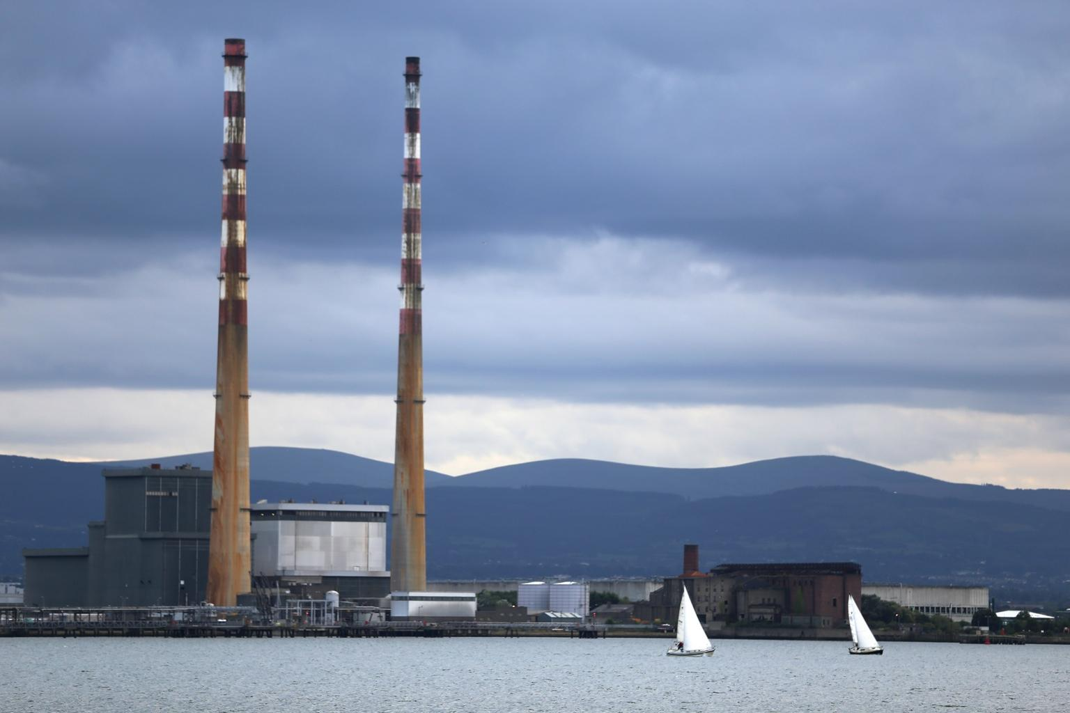 Poolbeg earlier. Total eyesore. http://t.co/Dz7XpQXWz7