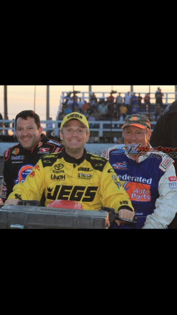 My friend @TonyStewart and Co Owner of @maconspeedway is ALWAYS helping to keep our DIRT track going. #SmokeWillRise http://t.co/HaBTVii0IP