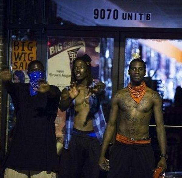WHAT THE NEWS WONT SHOW: Two CRIPS and a BLOOD gang member, together preventing people LOOTING this shop... #Ferguson http://t.co/nMpUnVi0iP