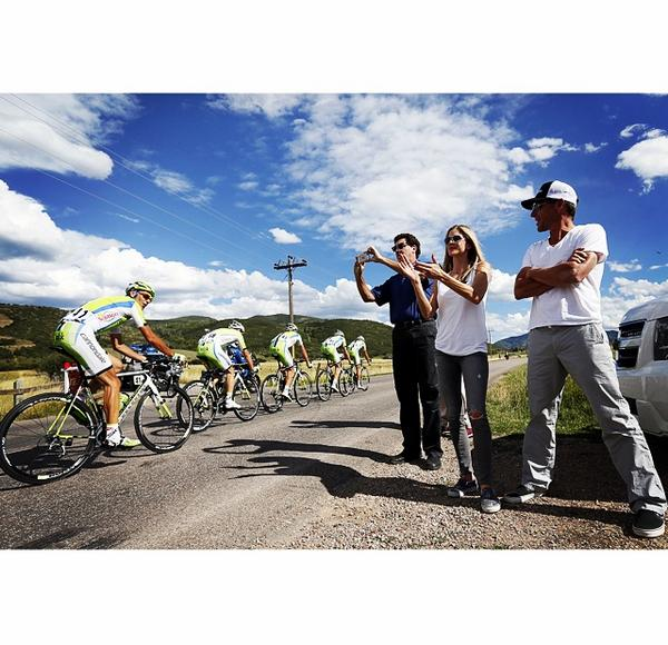 . @lancearmstrong and @ivanbasso say what's up during stage one of the @USAProChallenge #aspen #colorado #cycling http://t.co/9awRnucLkm