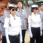 유민아빠 막는 선글라스 여경... 휴우... http://t.co/NkK8tgdBd6