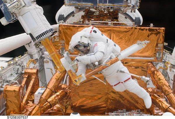 #Happybirthday to astronaut & @MIT grad @Astro_Mike Massimino, veteran of 2 @NASA_Hubble Servicing Missions. http://t.co/A5pNSjMZEH